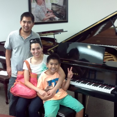 Caseres Family at Piano Megastore