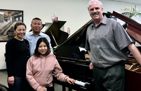 Laura Li and her new Kingsburg KG150 Baby Grand